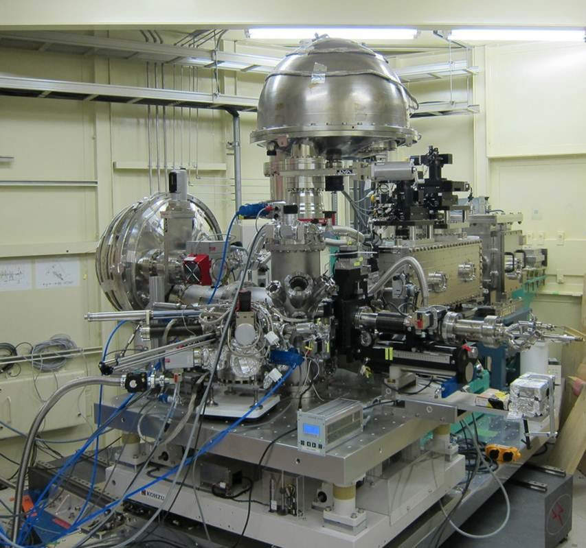 MPI CPfS end station located at the Taiwan beamline in SPring8 (Japan): 1) Vertical MBS analyzer; 2) Horizontal MBS analyzer; 3) KB mirror and monochromator; 4) 4- axes cryomanipulator; 5) Preparation Chamber
