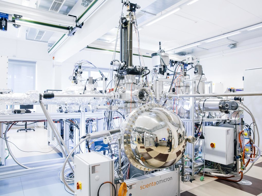 Our mission : To perform world-leading fundamental research on the properties of materials, working at the boundaries of solid state chemistry and condensed matter physics.